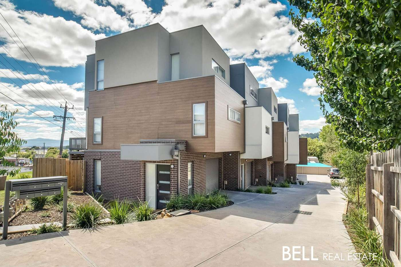 Main view of Homely townhouse listing, 2 Leaves Close, Lilydale VIC 3140