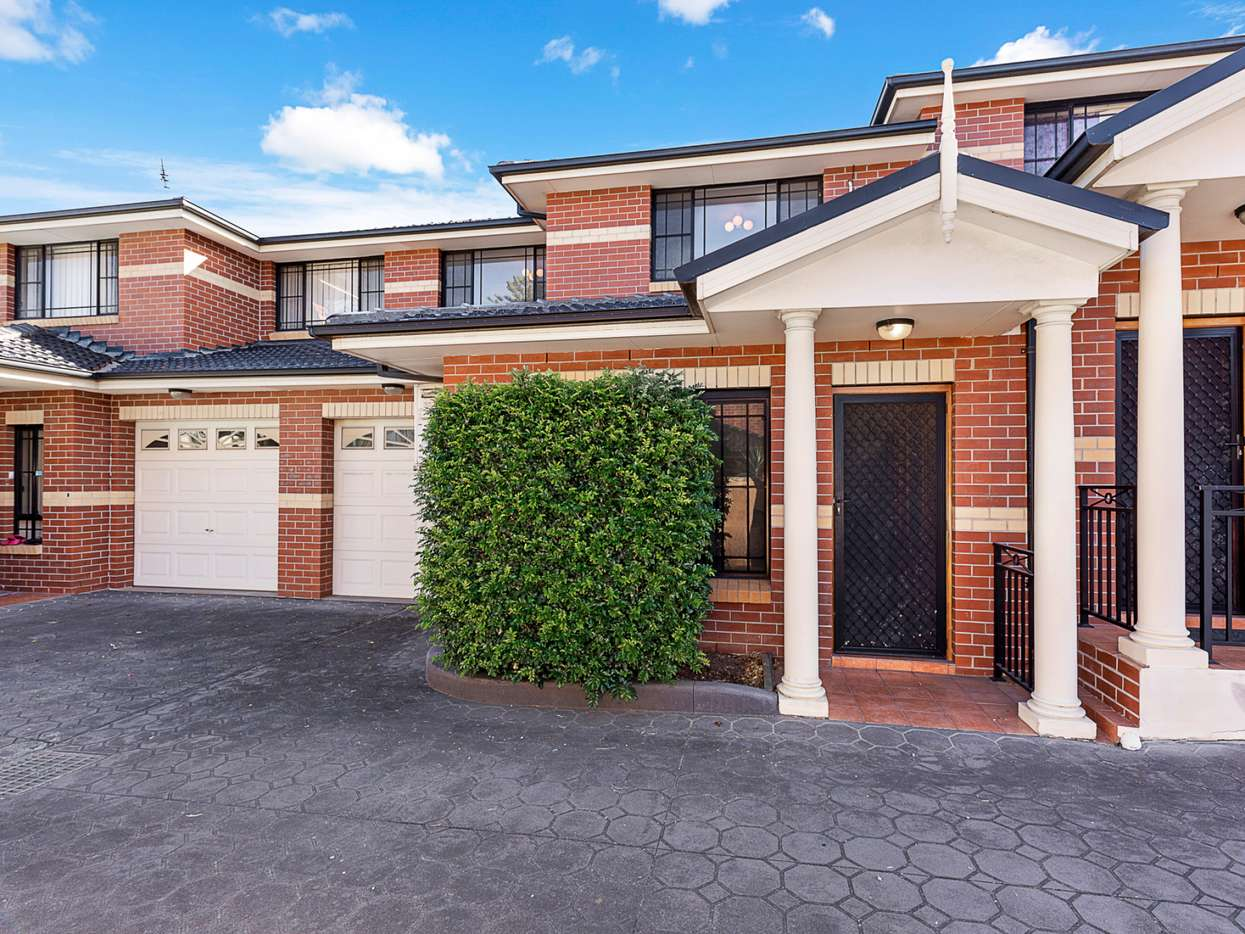 Main view of Homely townhouse listing, 7/10-12 Justin Street, Smithfield, NSW 2164