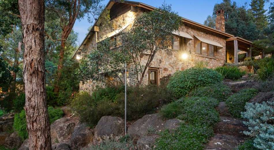 8 Kangaroo Ground-Warrandyte Road
