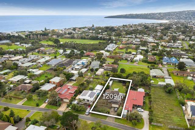 37 Woodlands Grove, Safety Beach VIC 3936