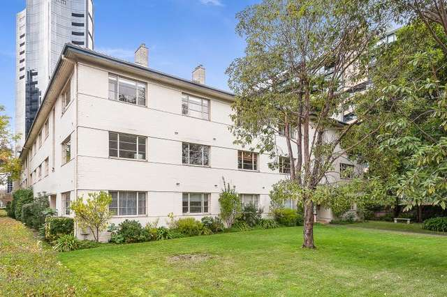 18/17 Queens Road, Melbourne VIC 3004