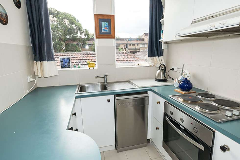Third view of Homely apartment listing, 4/37 Nepean Highway, Elsternwick VIC 3185