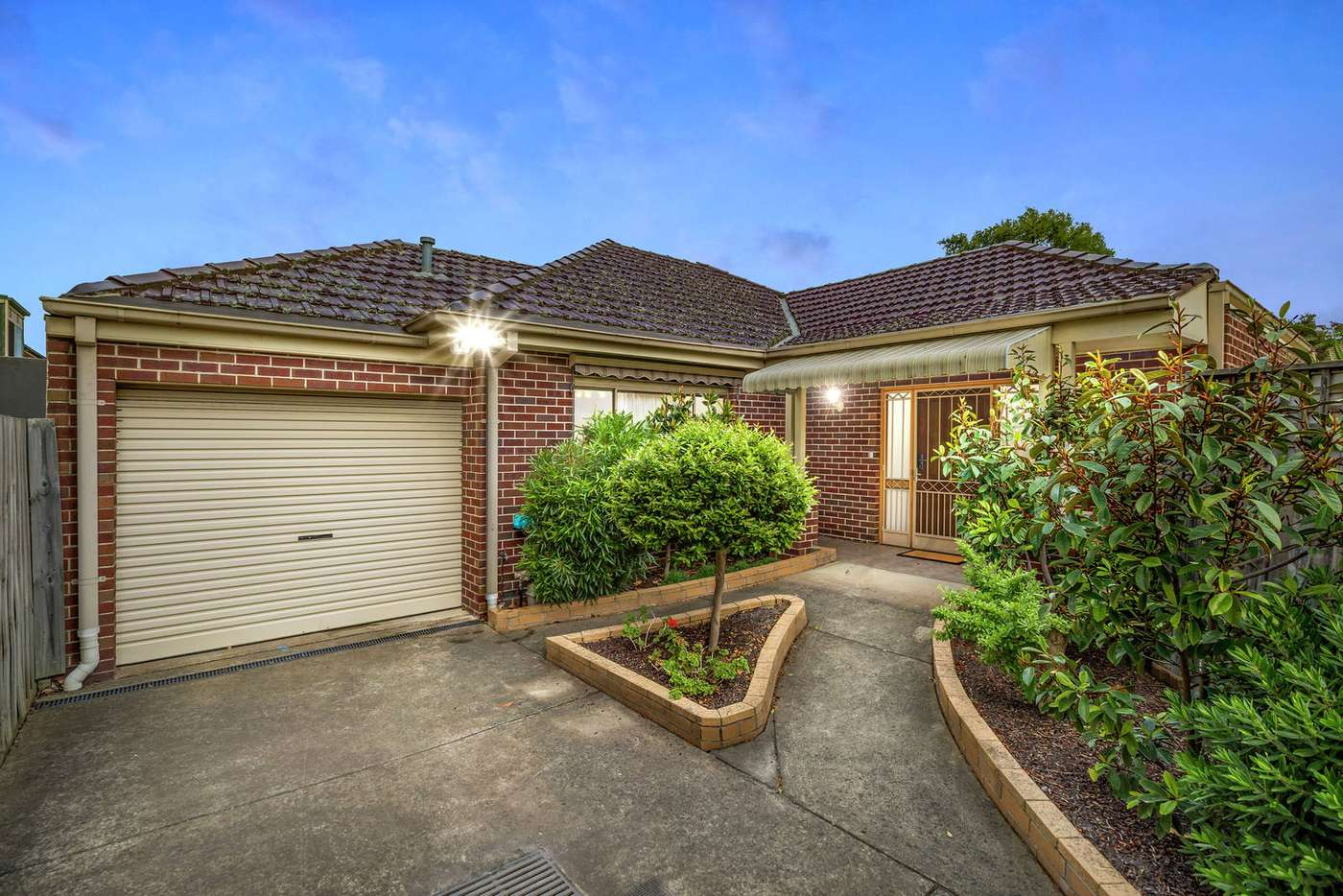 Main view of Homely house listing, 2/18 Roseberry Grove, Glen Huntly VIC 3163