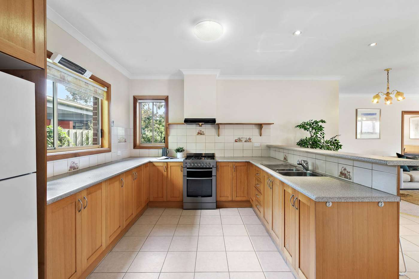 Sixth view of Homely house listing, 2/18 Roseberry Grove, Glen Huntly VIC 3163