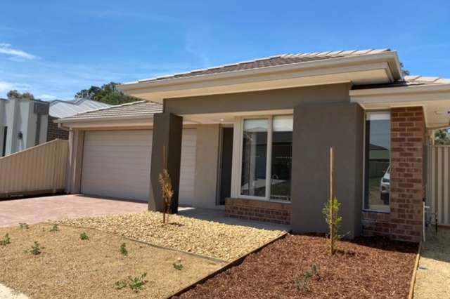 15 Fairy Wren Circuit, Mount Clear VIC 3350