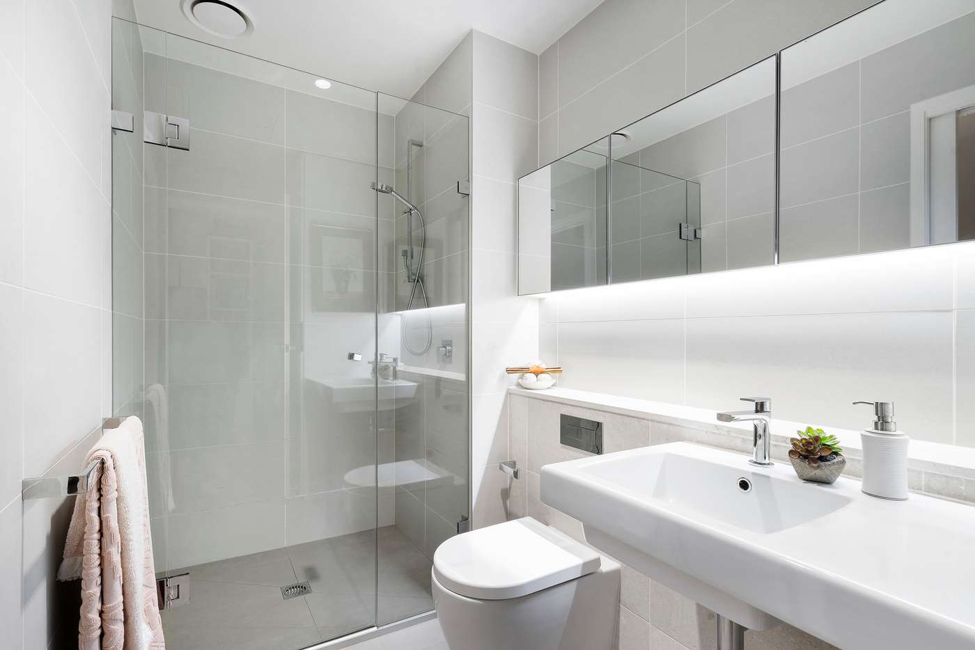 Fifth view of Homely apartment listing, 611/199 William Street, Melbourne VIC 3000