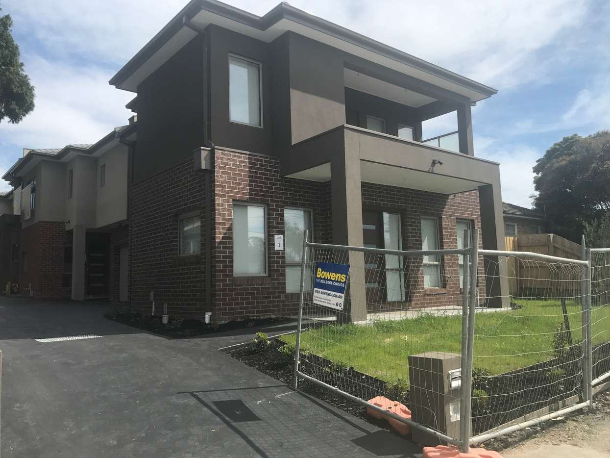 Main view of Homely townhouse listing, 1/8 Aratula Street, Dandenong, VIC 3175