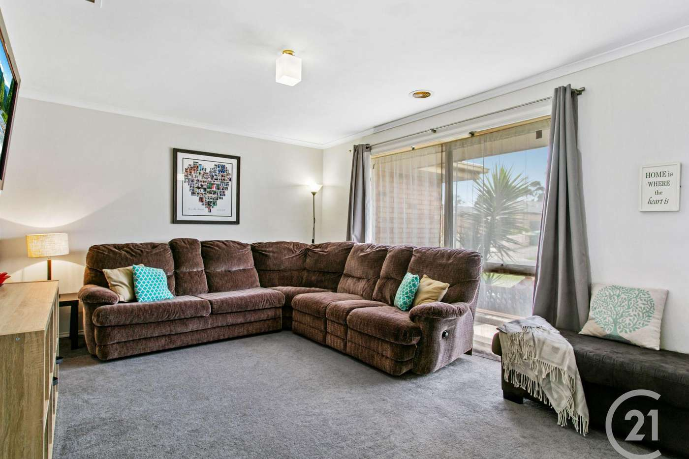 Fifth view of Homely house listing, 8 Acre Court, Pakenham VIC 3810