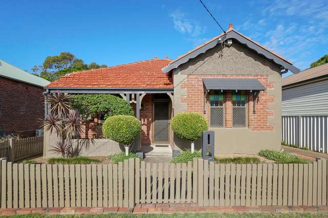 9 Holt Street, Mayfield East NSW 2304