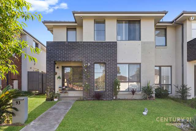 93 Northampton Drive, Glenfield NSW 2167