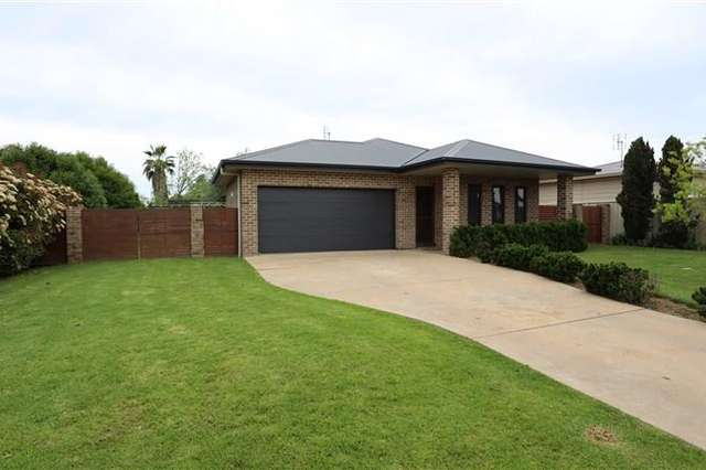 10 Hurford Place, Forbes NSW 2871