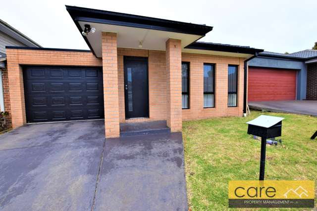 8 Karlson Way, Cranbourne North VIC 3977
