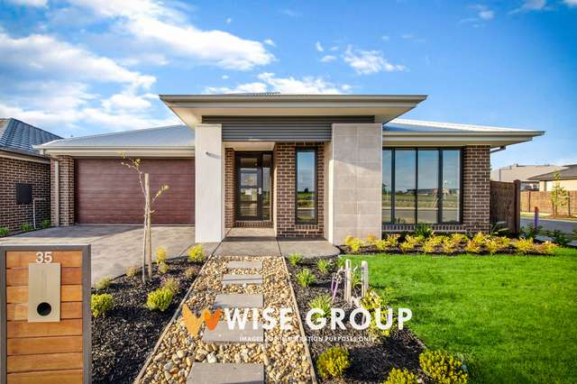35 Winchcombe Way, Cranbourne North VIC 3977