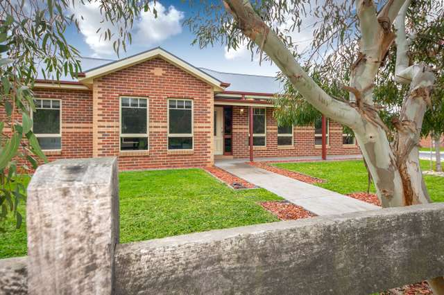 1/128 Barry Street, Romsey VIC 3434