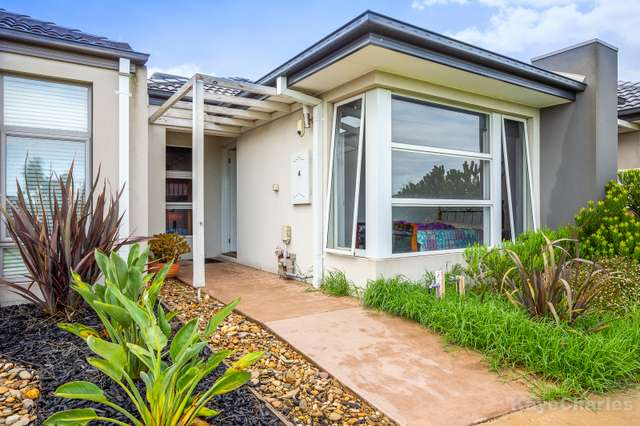 4 Moorcroft Terrace, Officer VIC 3809