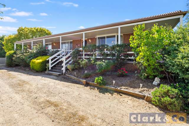 11 Somerset Crescent, Mansfield VIC 3722
