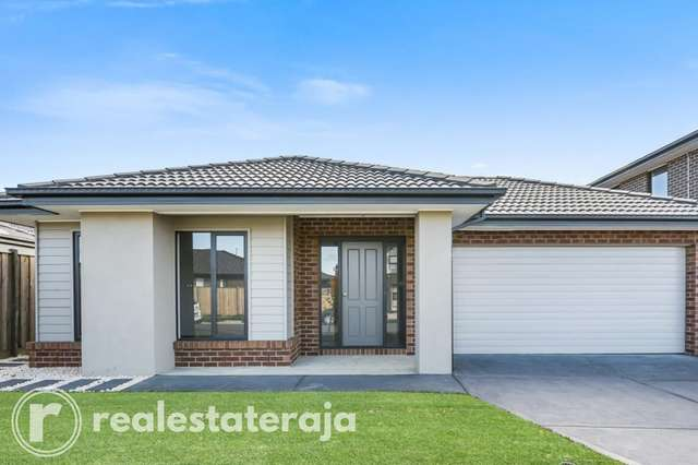 33 Rathberry Circuit, Clyde North VIC 3978