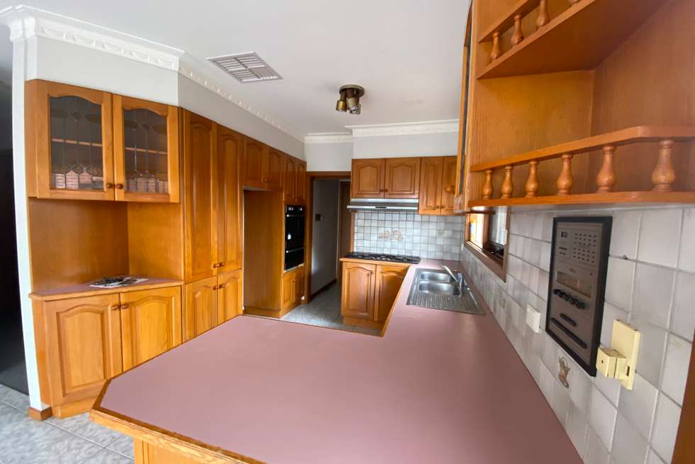 Fifth view of Homely unit listing, 9A Loeman Street, Strathmore VIC 3041