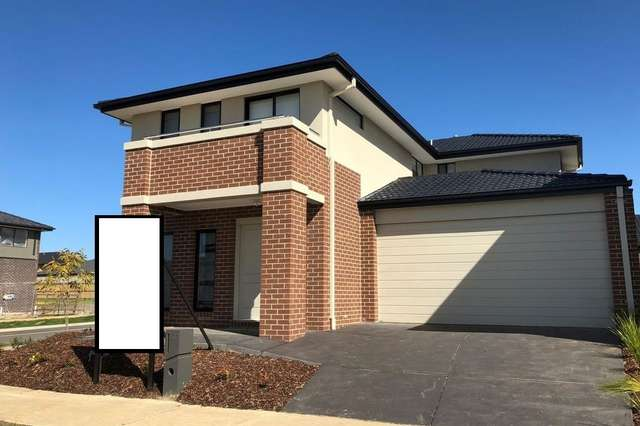 127 Thoroughbred Drive, Clyde North VIC 3978