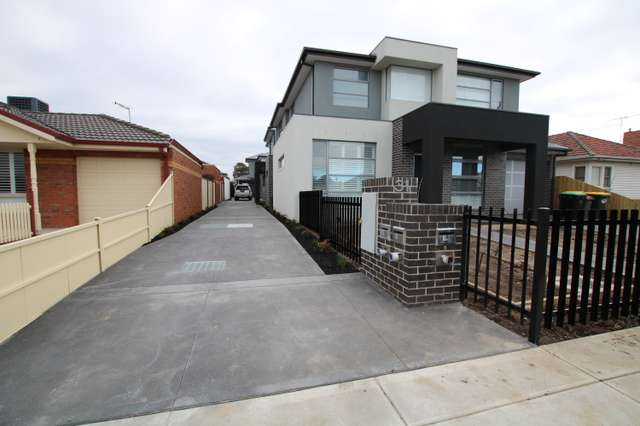 2/31 Walters Avenue, Airport West VIC 3042