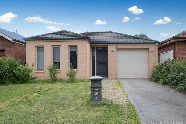 13 Willowbank Pocket, Pakenham VIC 3810