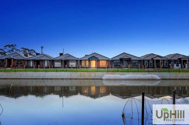 8 Titan Lodge Walk, Pakenham VIC 3810
