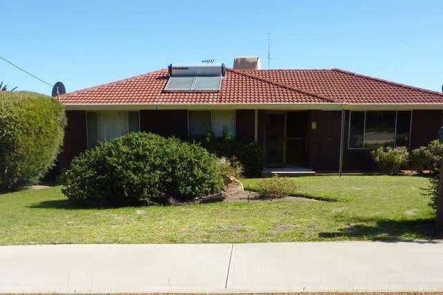 8 Centenary Avenue, Corrigin WA 6375