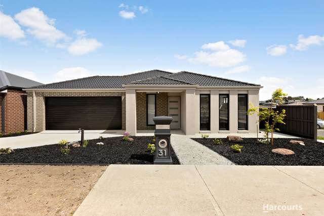 31 Meadowlea Crescent