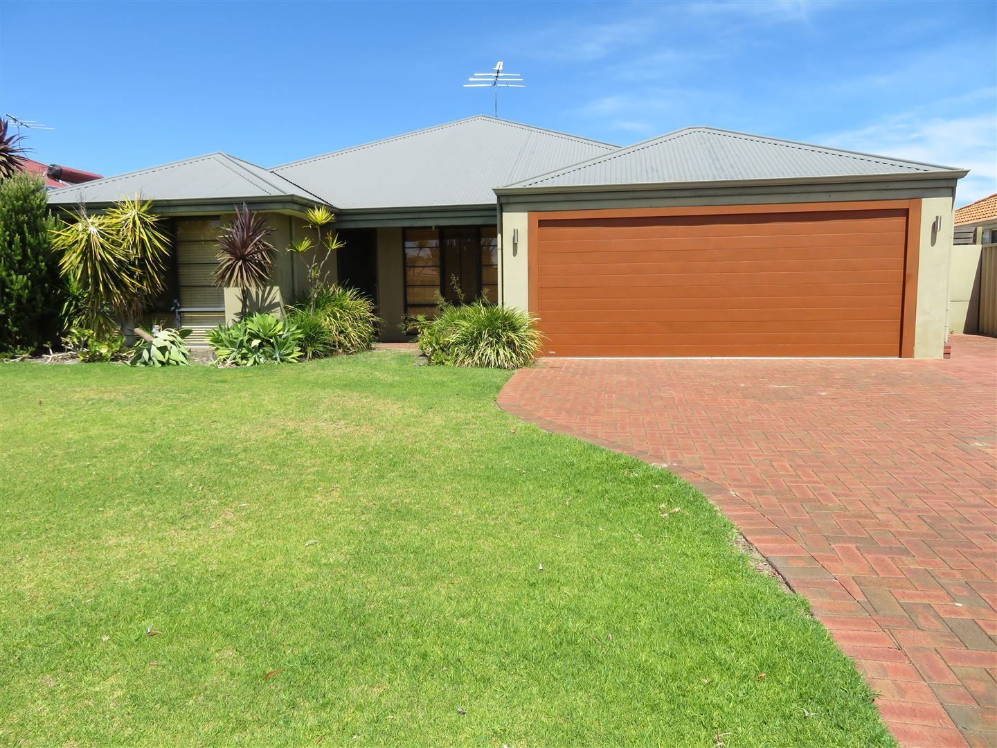 8 Lyrebird Road