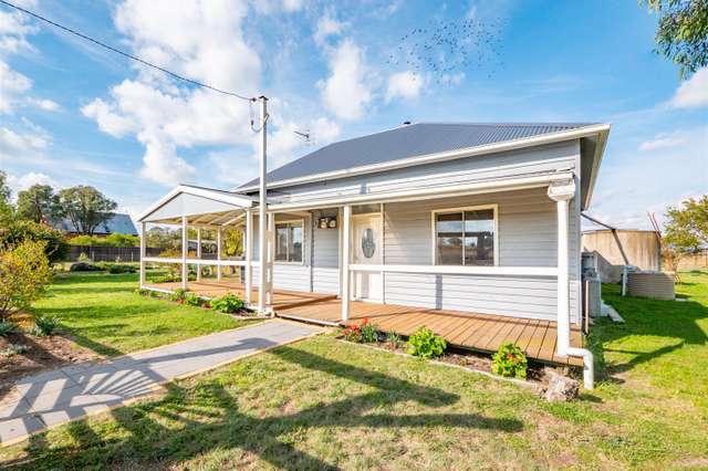 25 Eastern Avenue - Kentucky NSW 2354, Uralla NSW 2358