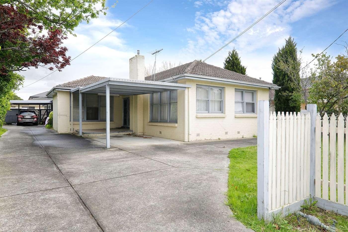 Main view of Homely unit listing, 1/5 Kuebler Street, Glen Waverley VIC 3150