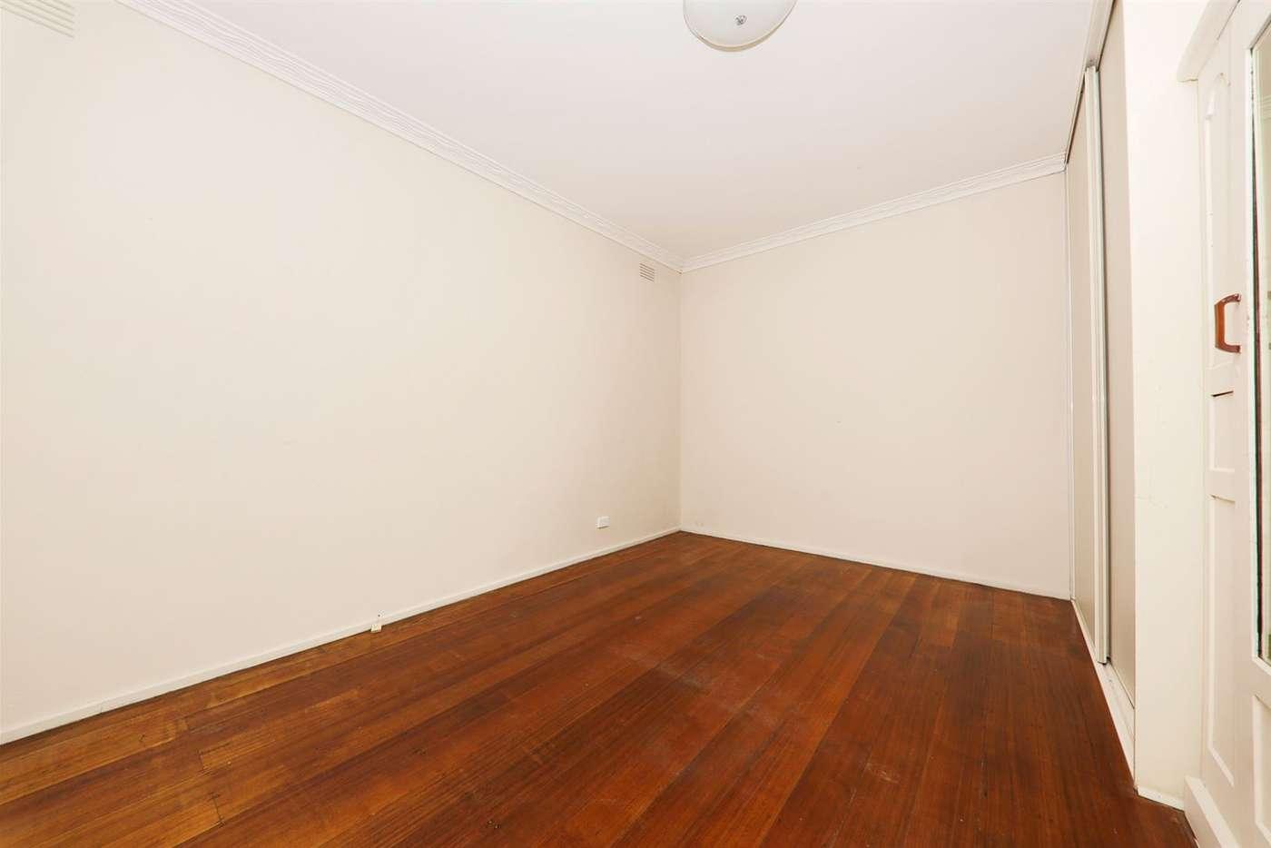 Sixth view of Homely unit listing, 1/5 Kuebler Street, Glen Waverley VIC 3150