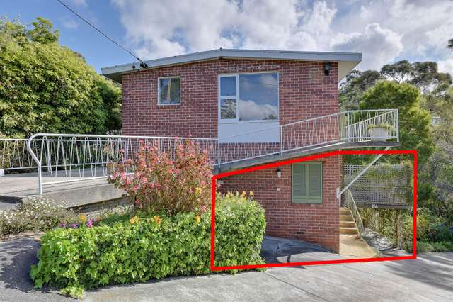 2/8 Woolton Place, Sandy Bay TAS 7005