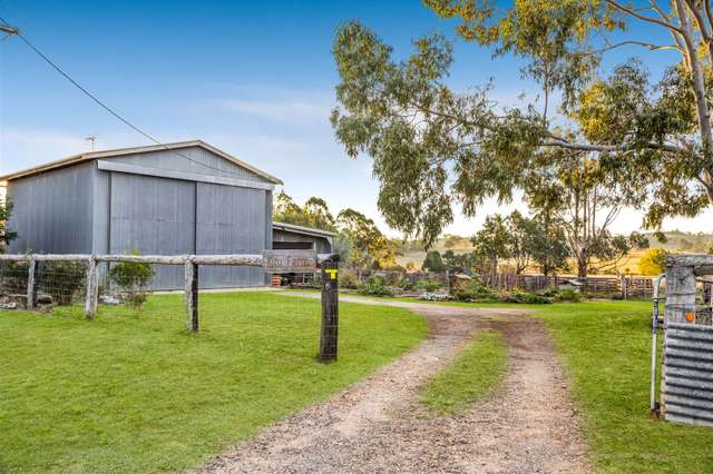 7233 New England Highway, Crows Nest QLD 4355