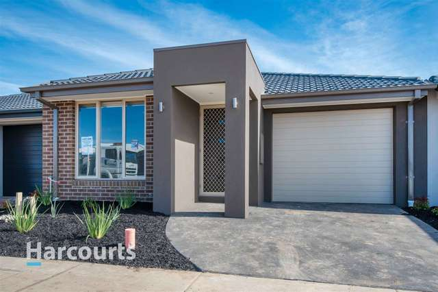 35 Australorp Drive, Clyde North VIC 3978