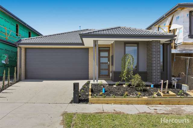 17 Fellowship Street, Clyde North VIC 3978