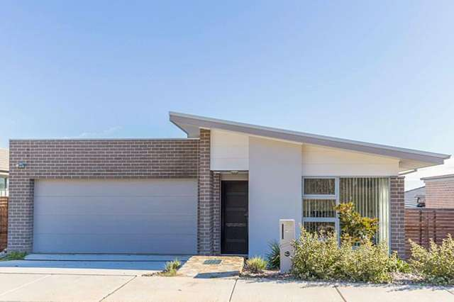 30 Cocoparra Crescent, Crace ACT 2911