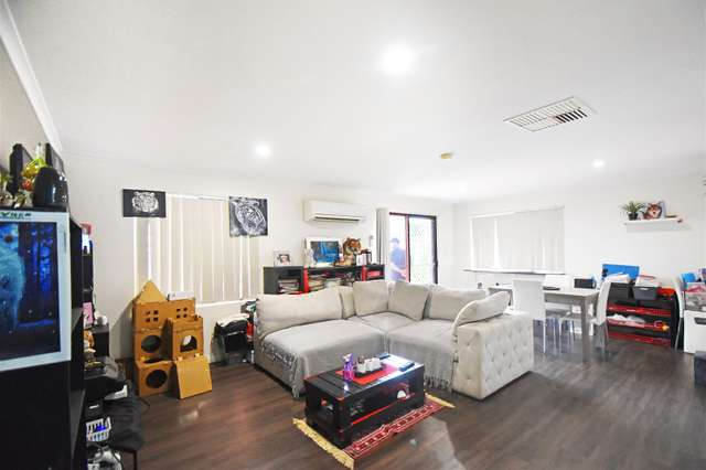 2/3 Gilmour Place