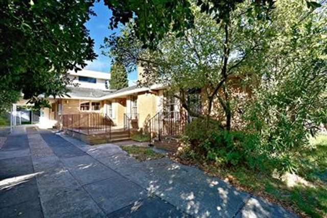 49 Summit Crescent, Glen Waverley VIC 3150