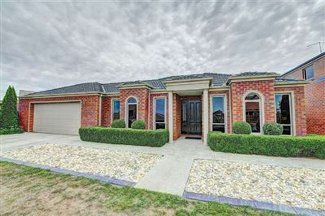 8 St Chesters Avenue, Lake Gardens VIC 3355