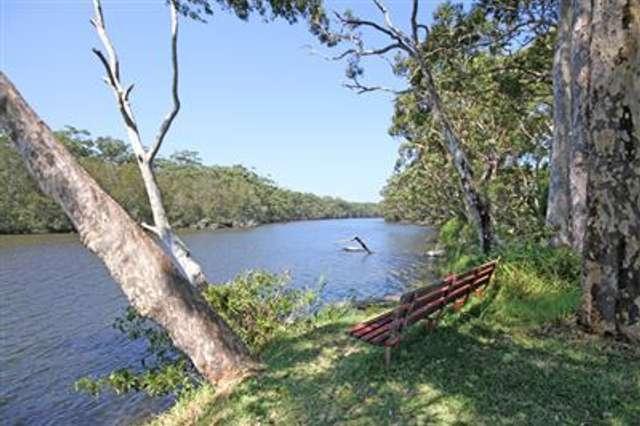 26 Princes Highway, Lake Tabourie NSW 2539