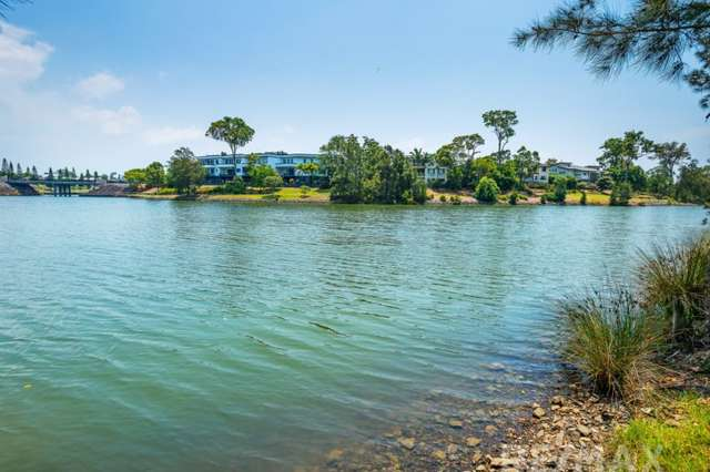 28 Tracey Cr, Varsity Lakes QLD 4227