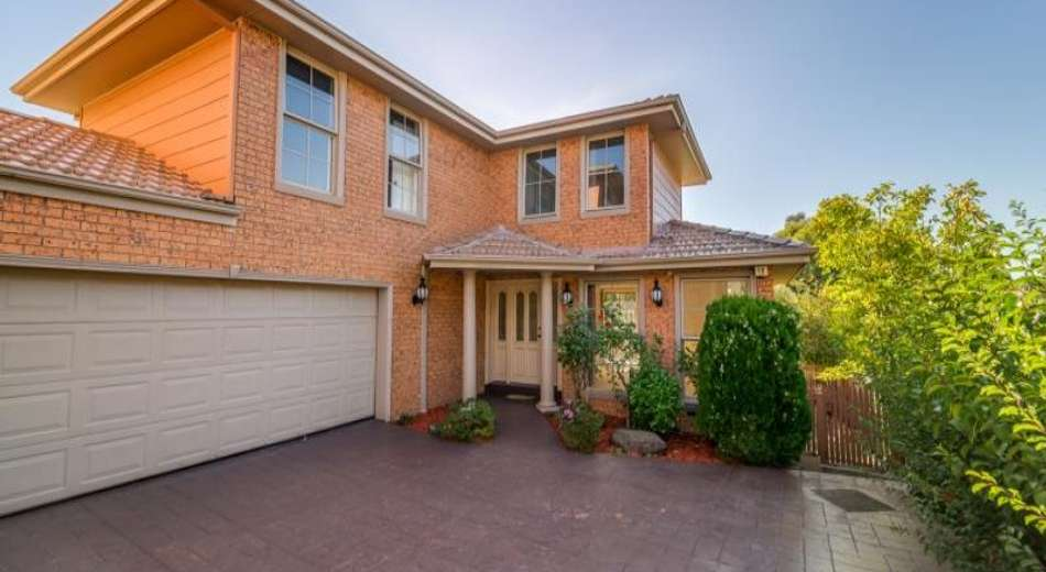 2/32 Clay Drive, Doncaster VIC 3108