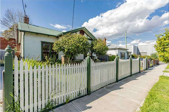 4 Robbs Road, West Footscray VIC 3012