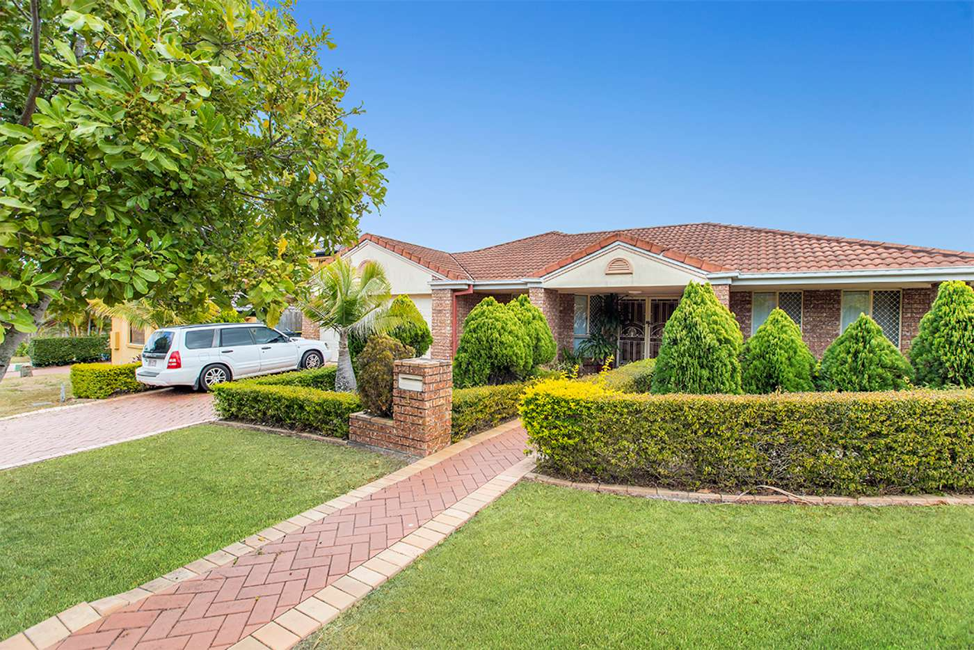 Main view of Homely house listing, 1 Alpena Close, Carindale QLD 4152
