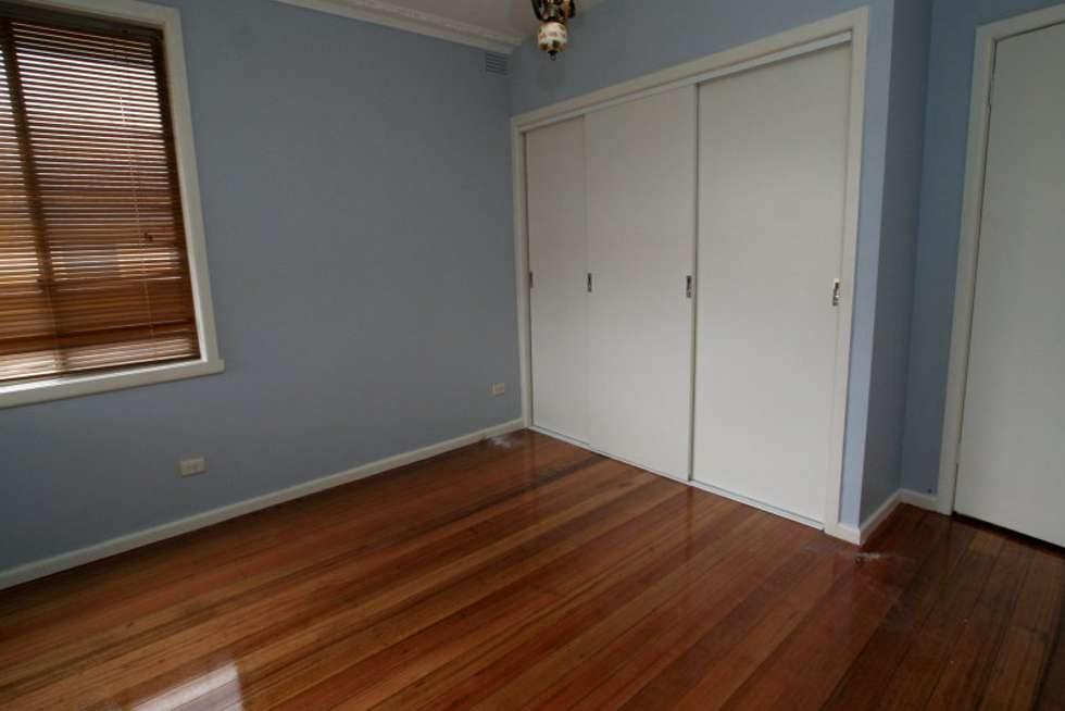 Fifth view of Homely unit listing, 19 Leonie Avenue, Mount Waverley VIC 3149