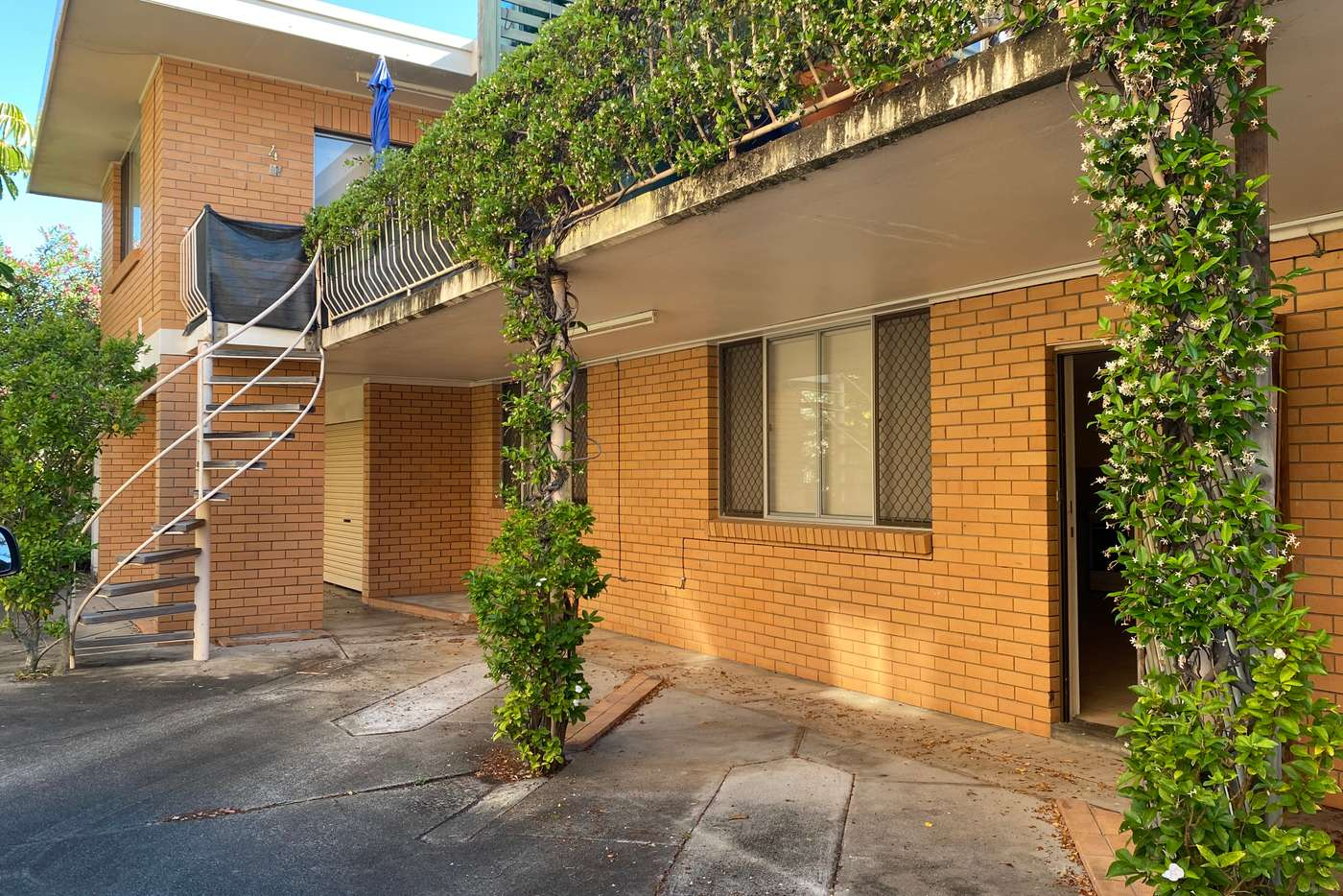Main view of Homely unit listing, 2/8 Kalyan Street, Chevron Island QLD 4217