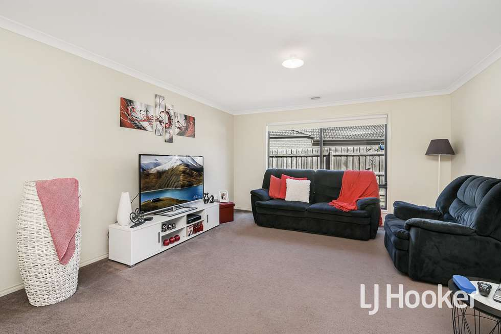 Second view of Homely house listing, 5 Osprey Court, Pakenham VIC 3810