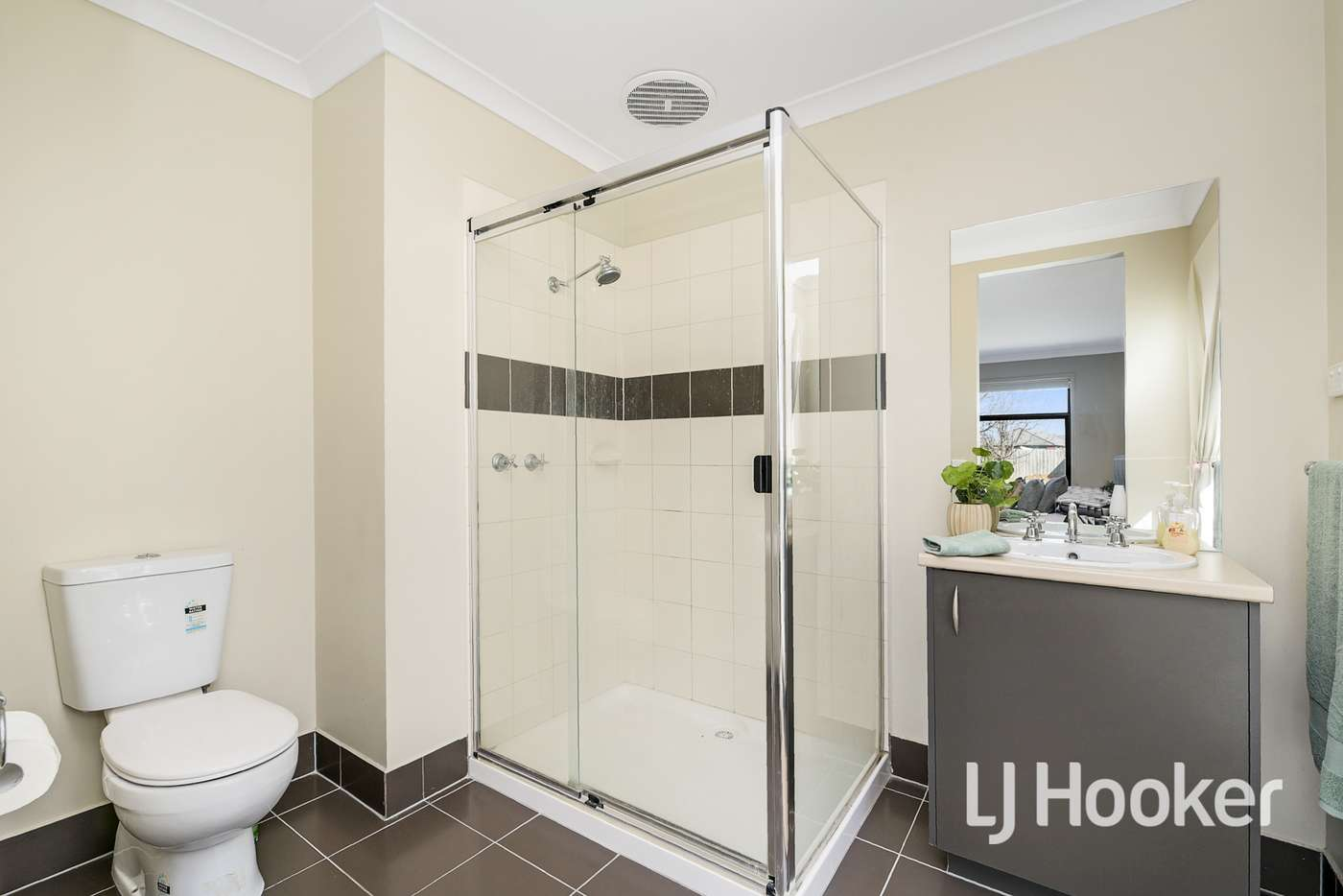 Seventh view of Homely house listing, 5 Osprey Court, Pakenham VIC 3810