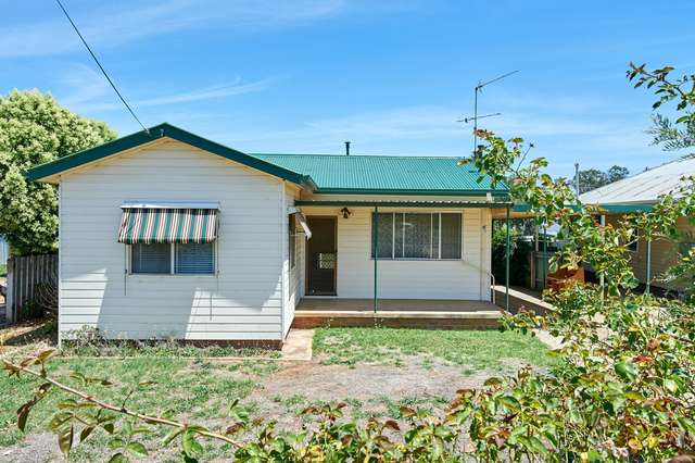 14 Gowrie Parade, Mount Austin NSW 2650